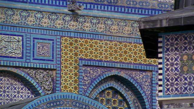 cu, mosaic on wall of dome of the rock , jerusalem, israel - jerusalem stock-videos und b-roll-filmmaterial