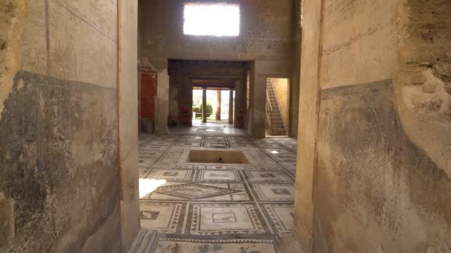 vídeos y material grabado en eventos de stock de mosaic tile floor inside ruins of domus di paquio proculo in pompeii, italy - mosaico