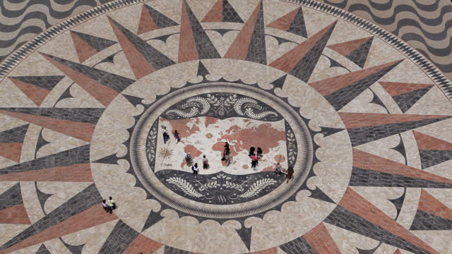 vídeos de stock e filmes b-roll de mosaic world map showing the discoveries and routes in 15th 16th centuries at monument of the discoveries, lisbon, portugal - mapa múndi
