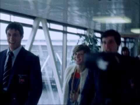 vídeos de stock, filmes e b-roll de moscow 1980 olympic games: british athletes return home; russia: moscow: int **flash photography throughout** various of sebastian coe walking... - sebastian coe
