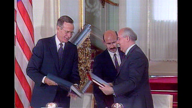 moscow **beware george bush and mikhail gorbachev exchanging start treaty documents and shaking hands audience applauding ends - bush stock videos & royalty-free footage