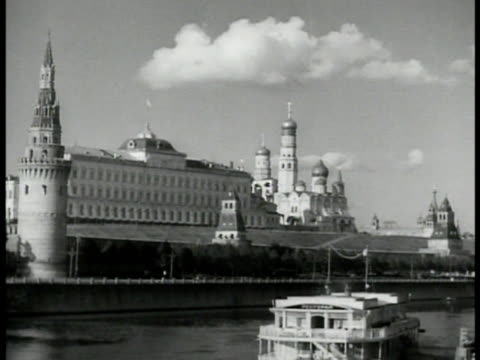 stockvideo's en b-roll-footage met moscow buildings ferry fg possibly red square u - torenspits