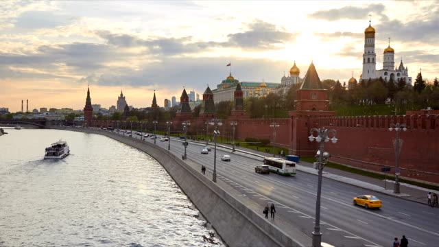 vídeos de stock e filmes b-roll de moscow kremlin - pináculo campanário