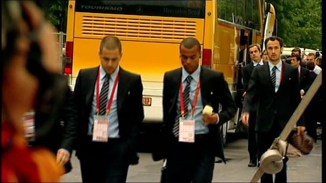 Moscow Luzhniki Stadium Ashley Cole and other Chelsea FC players arriving at stadium