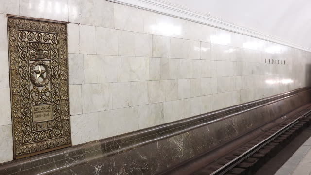 moscow metro train arriveing at station - metropolitana video stock e b–roll