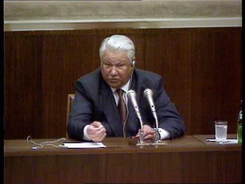russian federation / usa summit: deadlock:; a)nat russian federation: moscow: kremlin: int cms grim-faced bill clinton sitting at joint pkf cms... - boris yeltsin stock videos & royalty-free footage