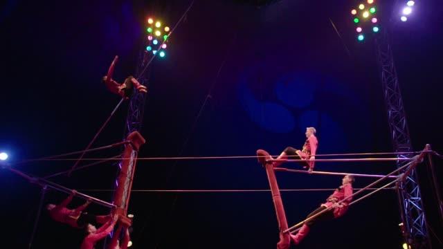 acrobat somersault flip in slow motion - zirkusveranstaltung stock-videos und b-roll-filmmaterial