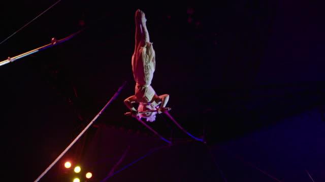 acrobatic trapeze act slow motion - attività acrobatica video stock e b–roll