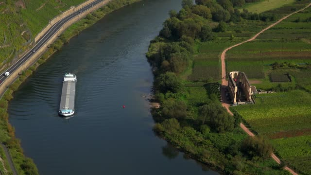moselle river near bremm and stuben abbey ruin, rhineland-palatinate, germany, europe - ローカルな名所点の映像素材/bロール