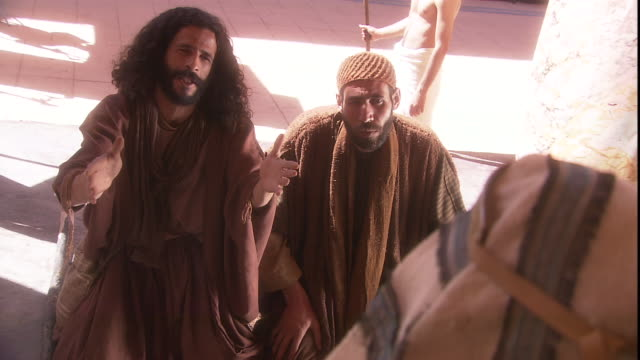 stockvideo's en b-roll-footage met moses and his brother aaron plead with the egyptian pharaoh who dismisses them. - koninklijk persoon