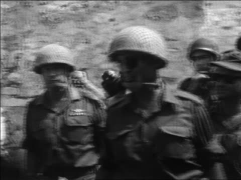 moshe dayan in uniform soldiers walking past wailing wall after six day war / israel - sechstagekrieg stock-videos und b-roll-filmmaterial