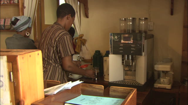 moshi; coffee shop - タンザニア点の映像素材/bロール