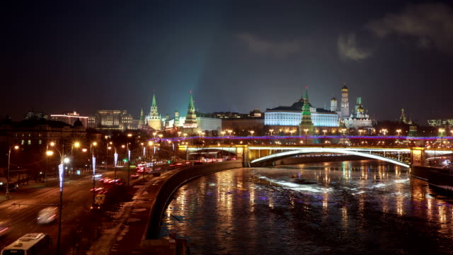 vídeos y material grabado en eventos de stock de moskva river behind red square and saint basil's cathedral - plaza