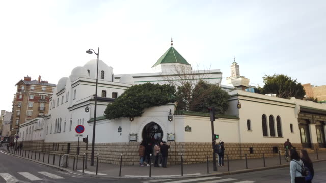 vídeos de stock, filmes e b-roll de mosque on february 1, 2020 in paris, france. - mesquita
