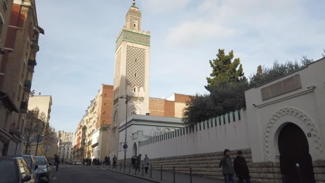 vidéos et rushes de mosque on february 1, 2020 in paris, france. - mosquée