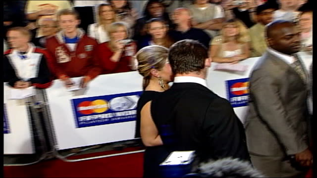 vidéos et rushes de most requested england wags; r19090519 england: london: wayne rooney along on red carpet with his girlfriend coleen mcloughlin at fifpro world young... - everton