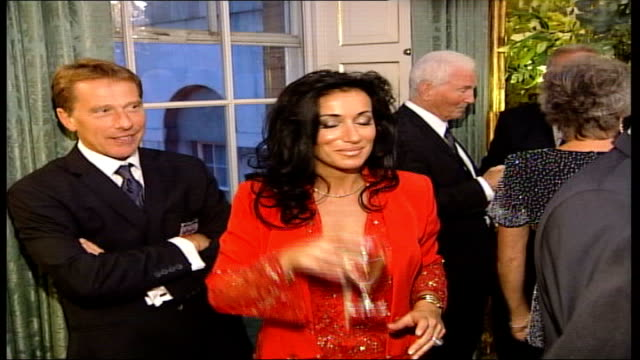 vídeos de stock, filmes e b-roll de most requested england wags; tx 9.10.2002 downing street: nancy dell'olio, wearing red trouser suit, leaving number 10 with sven goran eriksson;... - number 9