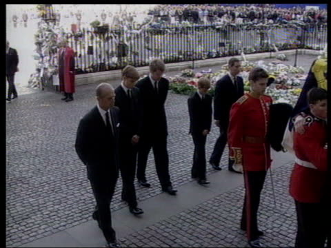 london westminster abbey funeral cortege arriving outside westminster abbey for the funeral of princess diana military pallbearers carrying coffin as... - funeral stock videos & royalty-free footage