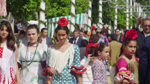 stockvideo's en b-roll-footage met ms cu mostly pedstrian in traditional dress at  festival / seville, andalusia, spain - flamencodansen