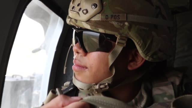 vídeos de stock e filmes b-roll de mosul iraq –broll video of us army aviation units deployed in support of combined joint task force operation inherent resolve supporting 2nd brigade... - coligação