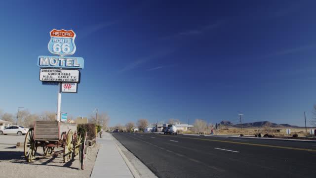 vídeos y material grabado en eventos de stock de motel route 66 sign in seligman, arizona, united states - route 66