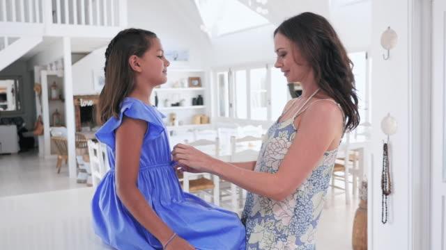 vidéos et rushes de mother adjusting daughter's hair and dress - robe d'été
