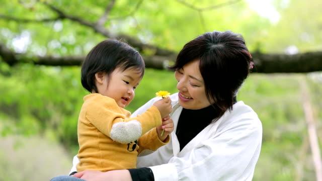 母親と赤ちゃん男の子