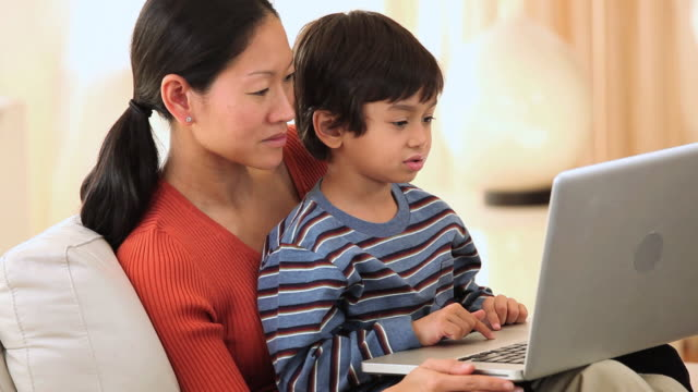 MS Mother and Child using laptop / Richmond, Virginia, United States