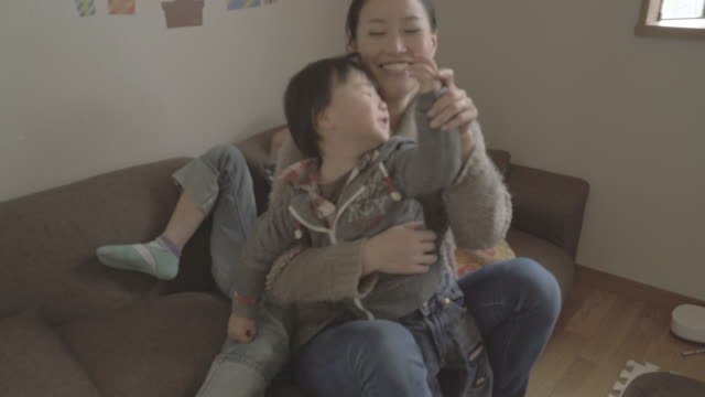 mother and children enjoying in the room - 3人点の映像素材/bロール