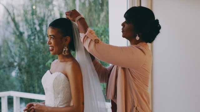 mother and daughter bonding time - sposa video stock e b–roll