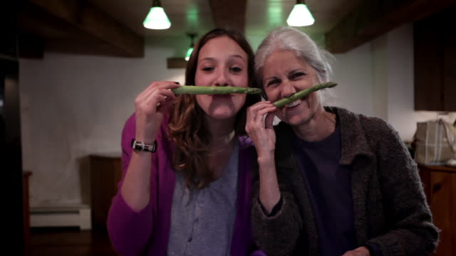 ms mother and daughter cooking in kitchen / kingston, new york, usa  - junger erwachsener stock-videos und b-roll-filmmaterial