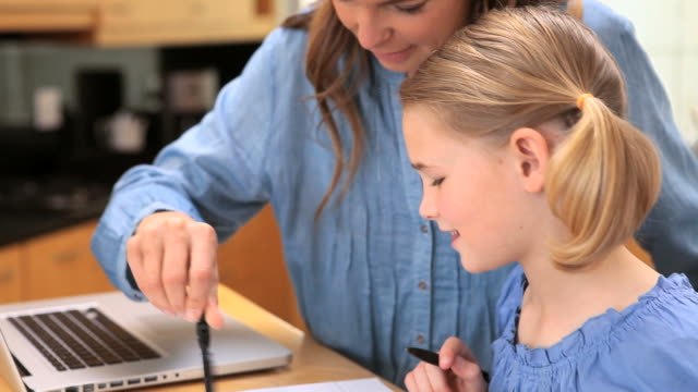 mother and daughter drawing with a compass - haarzopf stock-videos und b-roll-filmmaterial