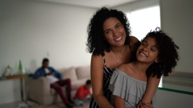 vídeos de stock e filmes b-roll de mother and daughter embracing at home - portrait - brazilian ethnicity