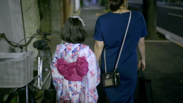mother and daughter going to the festival - yukata video stock e b–roll