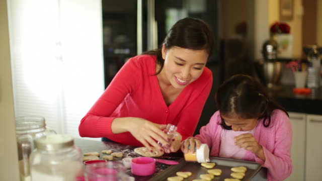 MS Mother and daughter making cookies