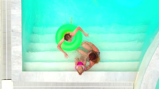 mother and her kids in the swimming pool - 12 23 mesi video stock e b–roll