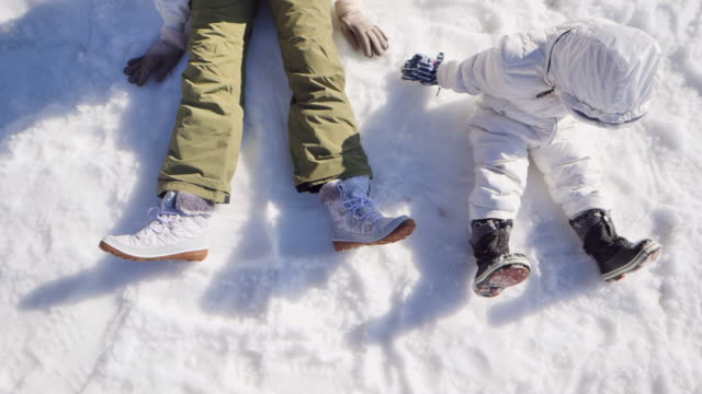 mother and son having fun in snow in japan. - stazione sciistica video stock e b–roll