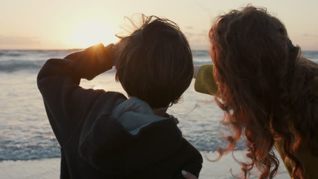 vídeos de stock, filmes e b-roll de mother and son looking at sunset on beach - 8 9 anos
