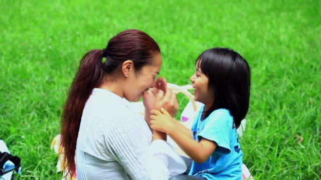 ms mother and son (4-5) playing in park / shibuya, tokyo, japan - förälder och barn bildbanksvideor och videomaterial från bakom kulisserna