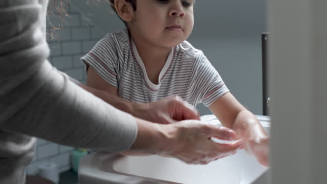 mother and son washing hands - frauen über 40 stock-videos und b-roll-filmmaterial