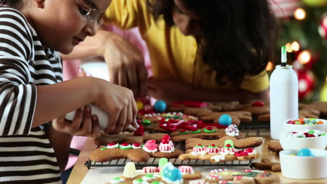 MS TU Mother and Two Daughters Decorating Gingerbread Cookies for Christmas / Richmond, Virginia, United States