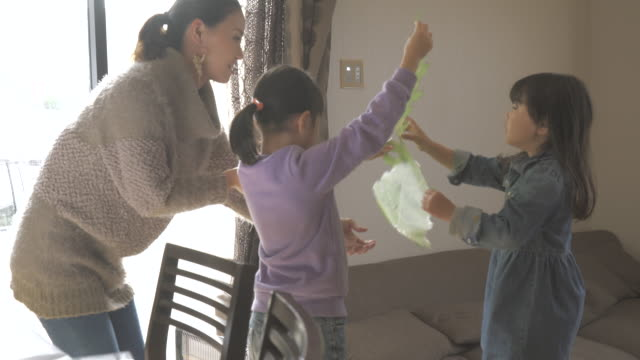 mother and two daughters have a good time in the room - living room点の映像素材/bロール