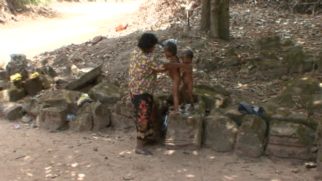 WS Mother bathing children at Preah Khan Temple / Siem Reap, Cambodia