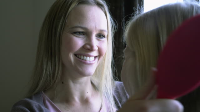 stockvideo's en b-roll-footage met ms mother brushing her daughter's hair and hugging. - haar borstelen