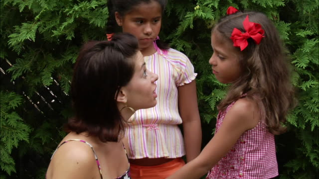 vídeos de stock, filmes e b-roll de mother consoling young daughter / new jersey - 10 11 anos