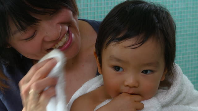 cu, mother drying baby boy (12-17 months) with towel after bath, richmond, virginia, usa - タオル点の映像素材/bロール