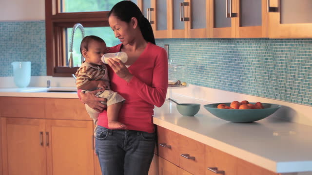 ms tu mother feeding baby boy (6-11 months) from bottle / richmond, virginia, usa. - 6 11 months stock videos & royalty-free footage