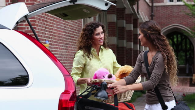 MS TD Mother Helping Daughter Move In to College Campus Dorm / Richmond, Virginia, USA