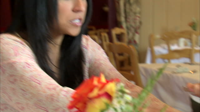 cu pan mother helping daughter (6-7) with meal at table / heber city, utah, usa - マナー点の映像素材/bロール
