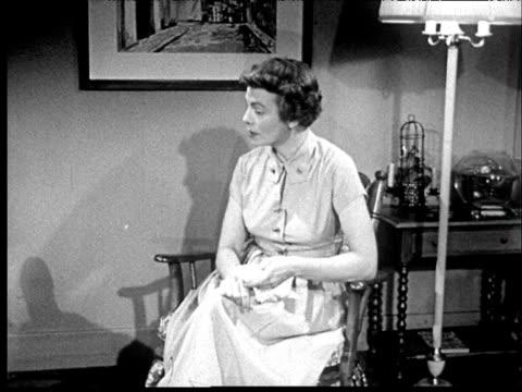 vídeos y material grabado en eventos de stock de 1953 b/w mother, knitting, and daughter talk in living room. - reglas